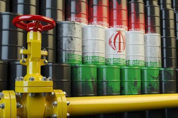Tampak dari depan pipa minyak berwarna kuning yang dilatari lukisan bendera kebangsaan Iran yang didominasi putih, hijau dan merah (Foto: Tehran)