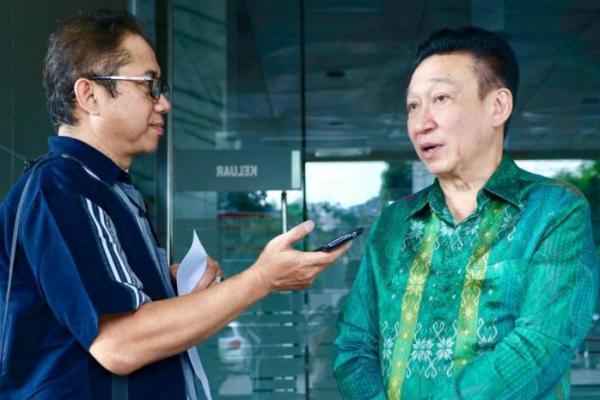 Mantan President Director Bank Permata Rudy Ramli (kanan) saat mendatangi BPK, Senin (22/7).