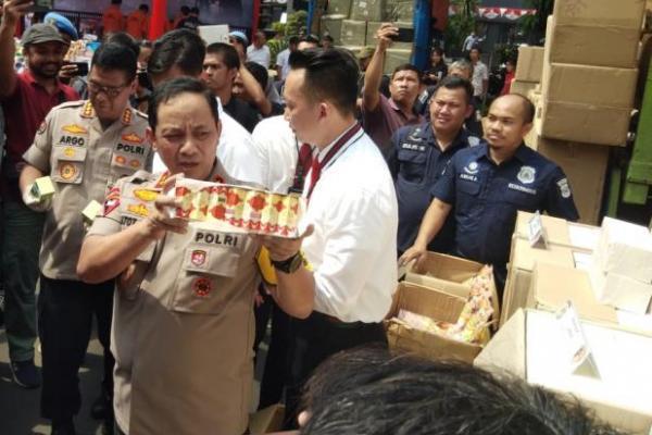 Kapolda Metro Jaya Irjen Pol Gatot Eddy Pramono tunjukkan barang bukti. (Foto : Jurnas/Ist).