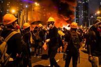 Penerbangan Dibatalkan Setelah Bandara Sasaran Pengunjuk Rasa Hong Kong