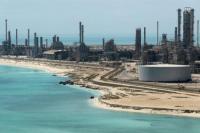 Pemandangan kilang minyak Ras Tanura dan terminal minyak Aramco di Arab Saudi (Foto: Ahmed Jadallah / Reuters)