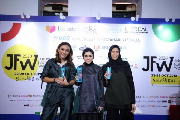 Hyjab on Fire Kolaborasi CLEAR dan IKYK di Jakarta Fashion Week 2020