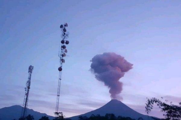 Bummm, Gunung Merapi Erupsi di Kamis Pagi