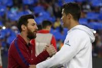 Lionel Messi bertemu Cristiano Ronaldo (foto: Marca)
