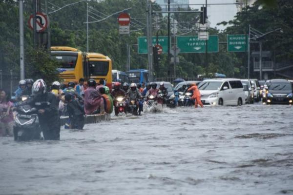 Perhatian! Titik Genangan di Jalan Tol Jasa Marga