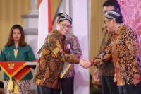 Kemendes PDTT menerima penghargaan pengawasan kearsipan , dengan kategori sangat memuaskan, di Surakarta, Rabu (26/02/2020)