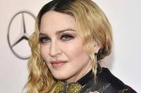 Cedera Lutut Tak Halangi Madonna  Ikut Aksi Solidaritas Floyd