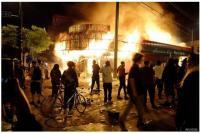 Aksi pembakaran di Amerika Serikat terkait protes tewasnya George Floyd yang ditindih lutut oleh aparat polisi di minnepolis
