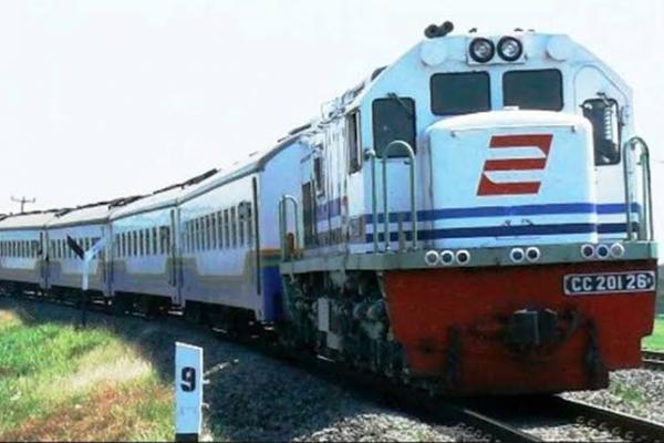 Sempat Terendam, Jalur Kereta Api Menuju Jakarta Sudah Bisa Dilintasi