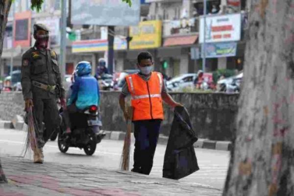Ribuan Orang Tanpa Masker di Jakarta Pusat Dihukum Kerja Sosial