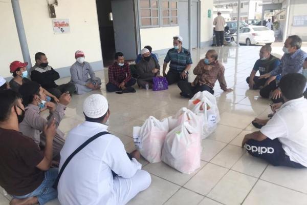 Pekerja Migran Indonesia ditemui KJRI Jeddah (Foto: KJRI)