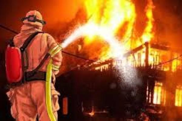 Kebakaran yang terjadi di Pasar Timbul Tomang, Jakarta Barat  (foto: mediarealitas)
