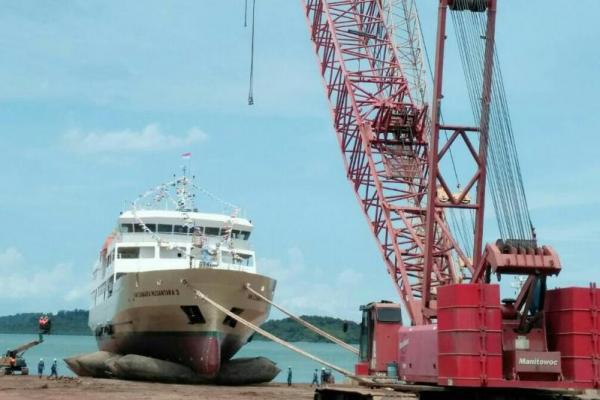 Ilustrasi industri galangan kapal. Foto: katakini.com