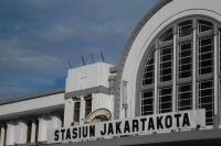 Kereta Jarak Jauh Beroperasi Kembali di Stasiun Jakarta Kota