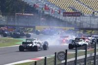 Tabrakan Beruntun Hentikan Sementara GP Hungaria