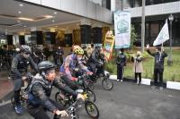 Pelepasan Peserta Gowes Berbatik dalam rangka peringatan Hari Batik Nasional (Humas Kemendes)