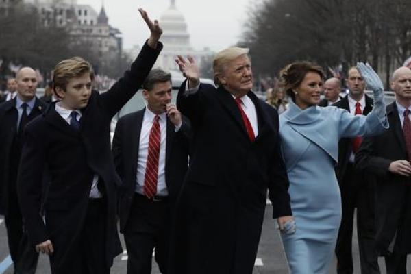 Baron bersama orang tuanya, Donald dan Melania Trump