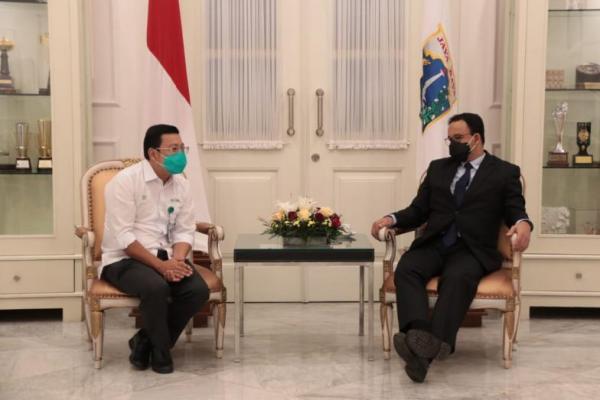 Arief Prasetyo Adi saat berpamitan kepada Gubernur DKI Jakarta, Anies Baswedan