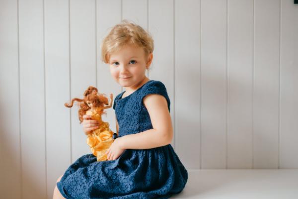 Kembangkan Empati Dan Keterampilan Sosial Dengan Bermain Boneka