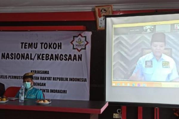 Wakil Ketua MPR RI Dr. H. M. Hidayat Nur Wahid MA, saat menjadi pembicara pada acara Temu Tokoh Nasional / Kebangsaan, kerjasama MPR dengan Yayasan Madani Cinta Indragiri, Kabupaten Indragiri Hulu Provinsi Riau, Rabu