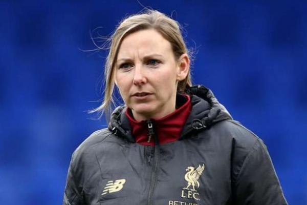 Vicky Jepson melepas jabatan pelatih di tim wanita Liverpool (Foto: Goal)