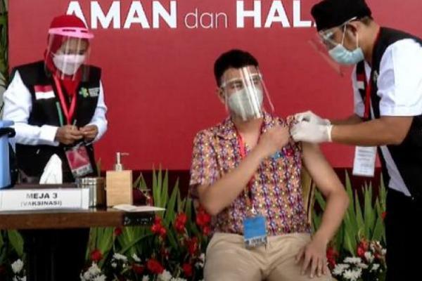 Sempat Dikritik Foto Tanpa Masker Setelah Divaksin, Raffi Meminta Maaf