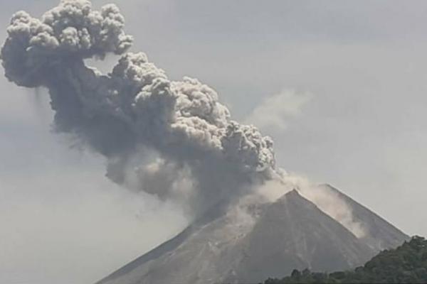 Duarrr...Gunung Merapi Meletus