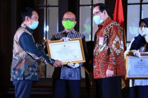 """Kementerian Ketenagakerjaan meraih penghargaan dengan predikat """"Baik"""" karena keberhasilannya menerapkan sistem merit dalam manajemen Aparatur Sipil Negara (ASN)."""