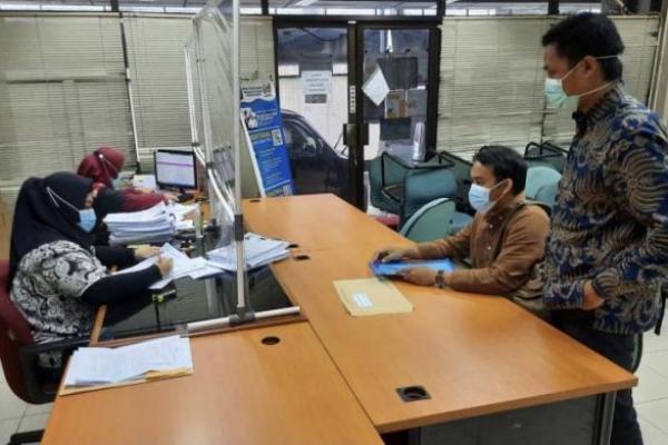 Dua pengacara publik LBH Pers Ahmad  Fathanah Haris, SH dan Mustafa, SH, selaku   Kuasa Hukum Pekerja Indopos mencatatkan sengketa hubungan industrial di kantor Disnaker