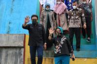 Sambangi Desa Barat Wetan, Gus Menteri Tinjau Peternakan Sapi BUMDes Tunas Jaya