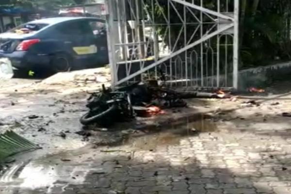Bom meledak di gerbang Gereja Katedral, Makassar, Minggu (28/3/2021)