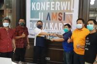 Penyerahan hasil Konferwil II AMSI DKI Jakarta kepada perwakilan AMSI Nasional. Rikando Somba (tiga dari kiri) terpilih kembali sebagai Ketua AMSI DKI Jakarta periode 2021-2024.