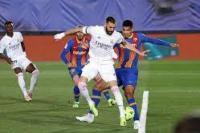 Karim Benzema mencetak gol pertama Real Madrid (foto: Getty Images)