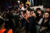 Pasukan Israel mengintervensi warga Palestina selama demonstrasi di lingkungan Sheikh Jarrah setelah rencana pemerintah Israel untuk memaksa beberapa keluarga Palestina keluar dari rumah mereka di Yerusalem Timur pada 05 Mei 2021 [Mostafa Alkharouf - Anadolu Agency]