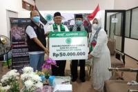 MUI DKI Jakarta serahkan donasi ke ACT Jakarta Utara untuk Membantu Warga Palestina (Istimewa)