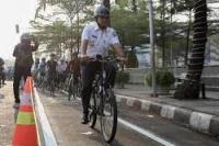 Gubernur DKI Jakarta Anis Baswedan bersama jajaran melakukan test jalur sepeda dari Jakarta International Velodrome menuju Balai Kota Jakarta, Jumat 20-9-2021 (foto: Liputan6.com)