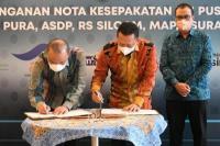 Bamsoet saat menandatangani MoU antara IMI dengan PT Angkasa Pura I Group, di Jakarta, Rabu (9/6/21).(foto: Humas MPR)