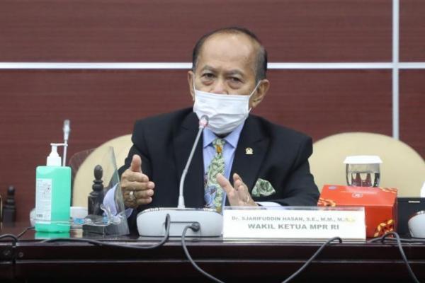 Komunikasi Buruk, Syarief Hasan Dorong Jokowi Evaluasi Pola Komunikasi Menteri
