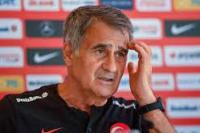Pelatih Timnas Turki, Senol Gunes (foto: AFP)