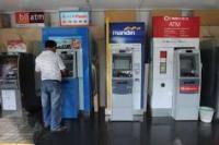 Tarik Uang di Mesin ATM Maksimal Bisa 20 Juta