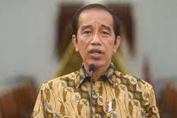 Jokowi saat mengumumkan perpanjangan PPKM Level 4 pada Minggu (25/7/2021). Foto: YouTube