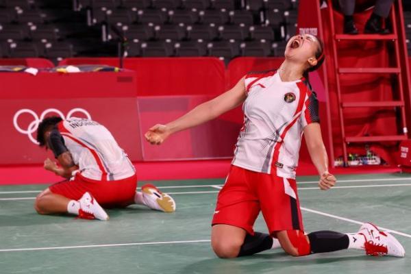 Atlet bulutangkis ganda putri Indonesia, Greysia Polii/Apriyani Rahayu berhasil meraih emas di Olimpiade Tokyo 2020. Foto: okezone
