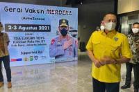 Bamsoet saat meninjau Sentra Vaksinasi Merdeka yang diselenggarakan Polda Metro Jaya bekerjasama dengan TDA Luxury Toys, Pengurus Pusat Ikatan Motor Indonesia (IMI) dan Warna Warni Media di Jakarta, Selasa (3/8/21).(foto: Humas MPR)