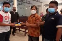 KSP dan Aice membagikan masker medis secara door to door. (Foto: Ist)