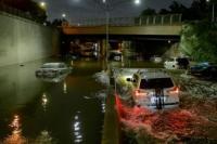 Pacsaterendam Banjir, Warga New York Mulai Bersihkan Rumah dan Tempat Usaha