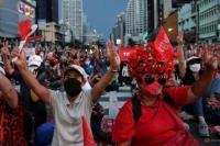 Desak Pengunduran Diri PM Prayut, Ribuan Massa Turun ke Jalan
