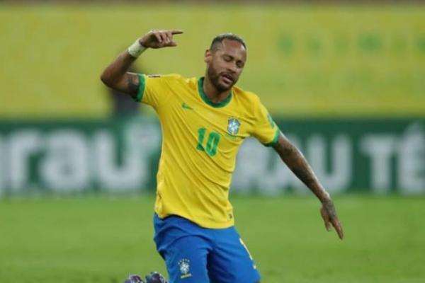 Neymar dalam pertandingan Brazil saat hadapi Chile di Kualifikasi Piala Dunia. Foto: CNA