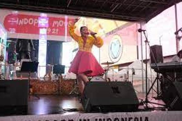 Penampilan panggung penyanyi dangdut dalam pembukaan Kafe Dangdut di New York,  (Foto: dokumen pribadi/ detik.com)