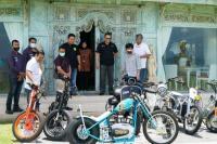 Bamsoet saat menerima General Manajer Motor Listrik Gesit Bali, Sari Suryati dan Komunitas Kendaraan Listrik Dewata EVi Association (DEVA) di Bali, Rabu (15/9/21).