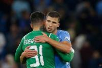 Ruben Dias dan Ederson dari Manchester City merayakan setelah pertandingan menghadapi RB Leipzig. Foto: CNA